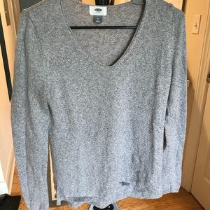 Soft gray sweater! Good for multiple diff. seasons